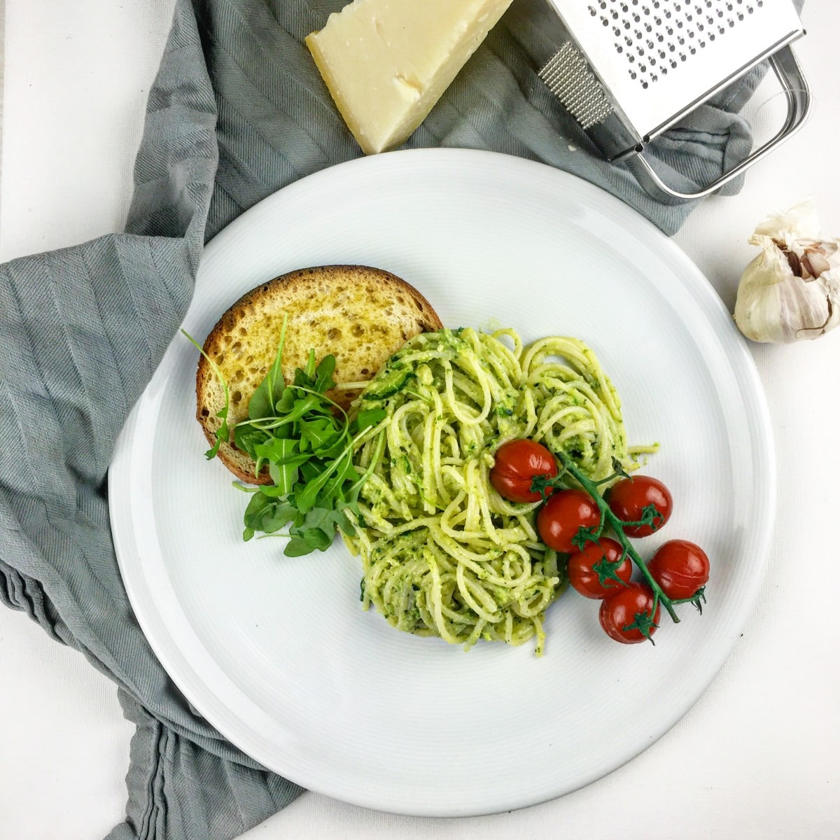 Spaghetti met pesto van courgette