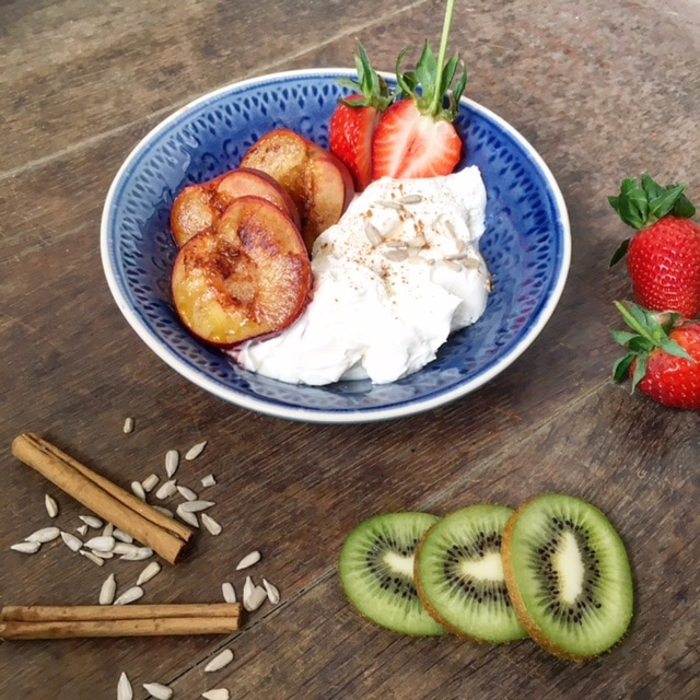 Gebakken pruimen met Griekse yoghurt