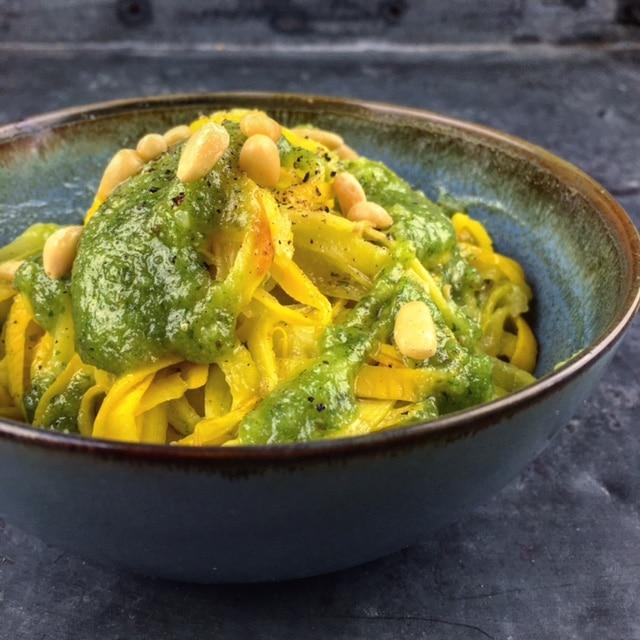 Courgetti met groene pesto