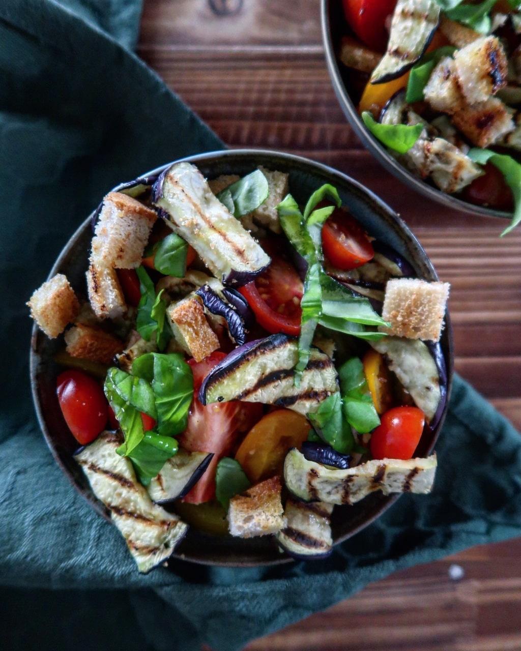 Panzanella met geroosterde aubergine
