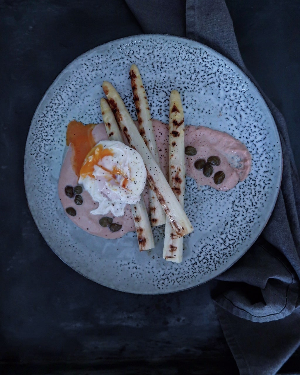 Gegrilde witte asperges met tonijn mayonaise
