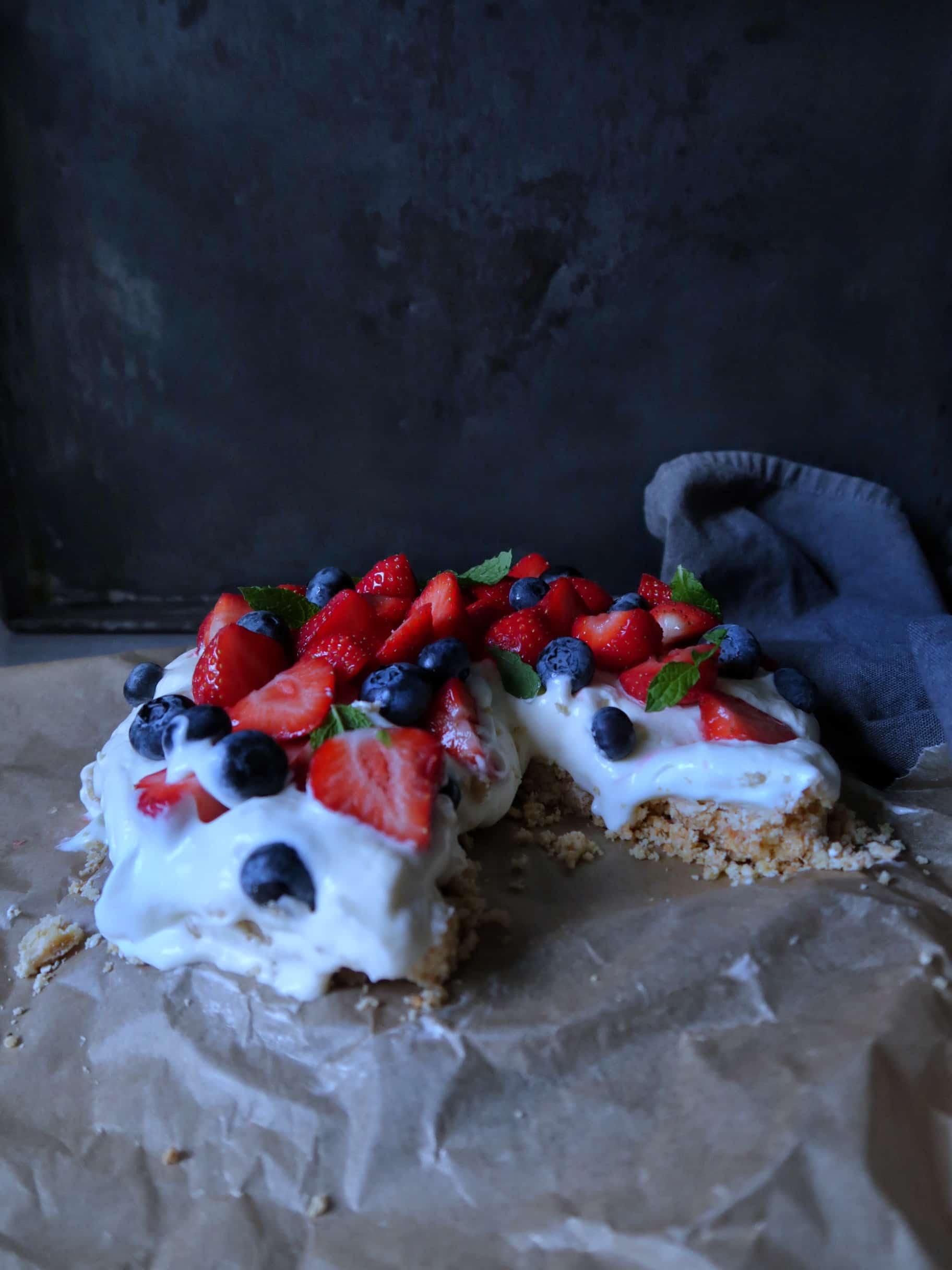 Glutenvrije MonChoutaart met zomerfruit