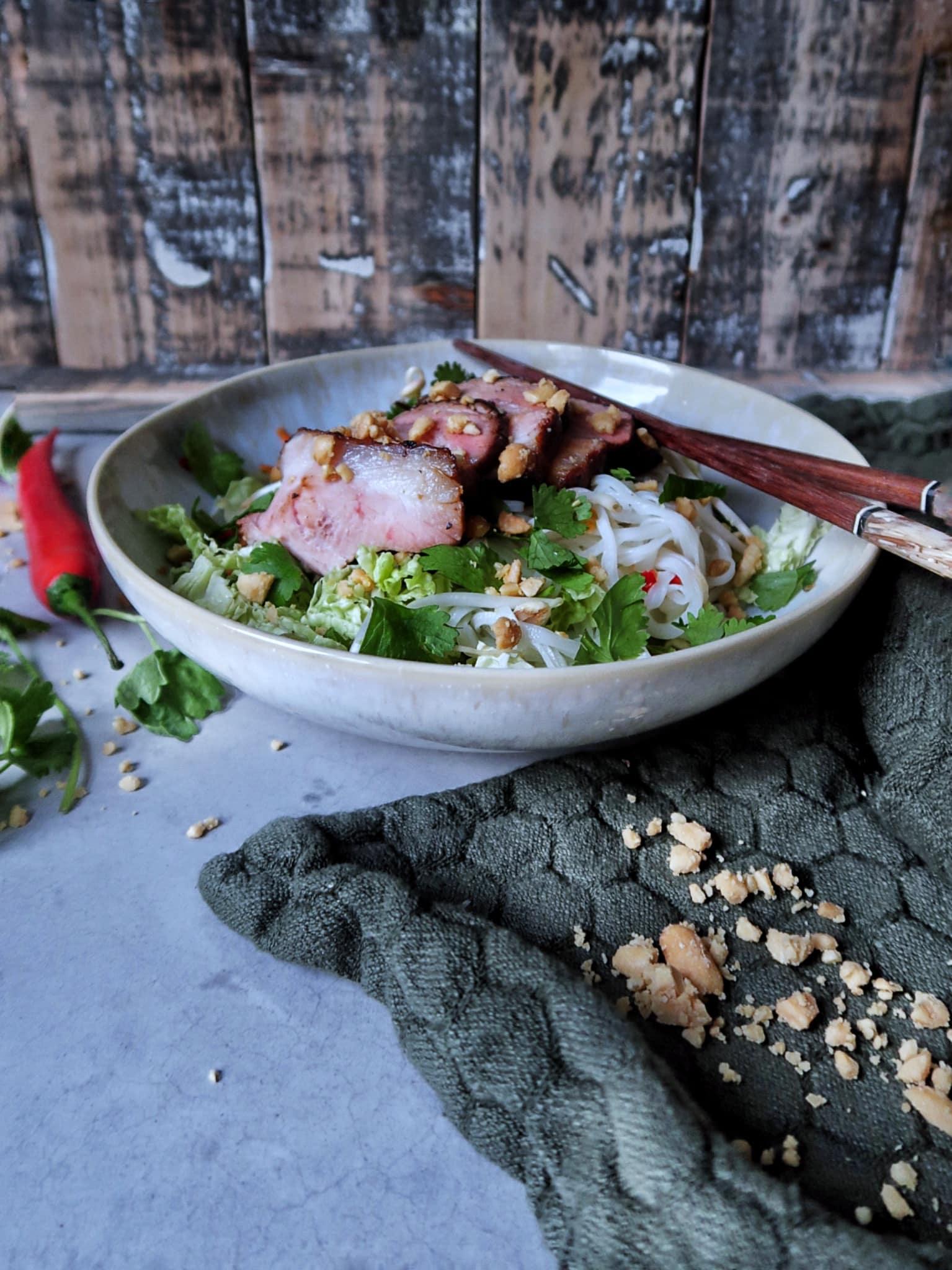 Vietnamese salade met geroosterd buikspek