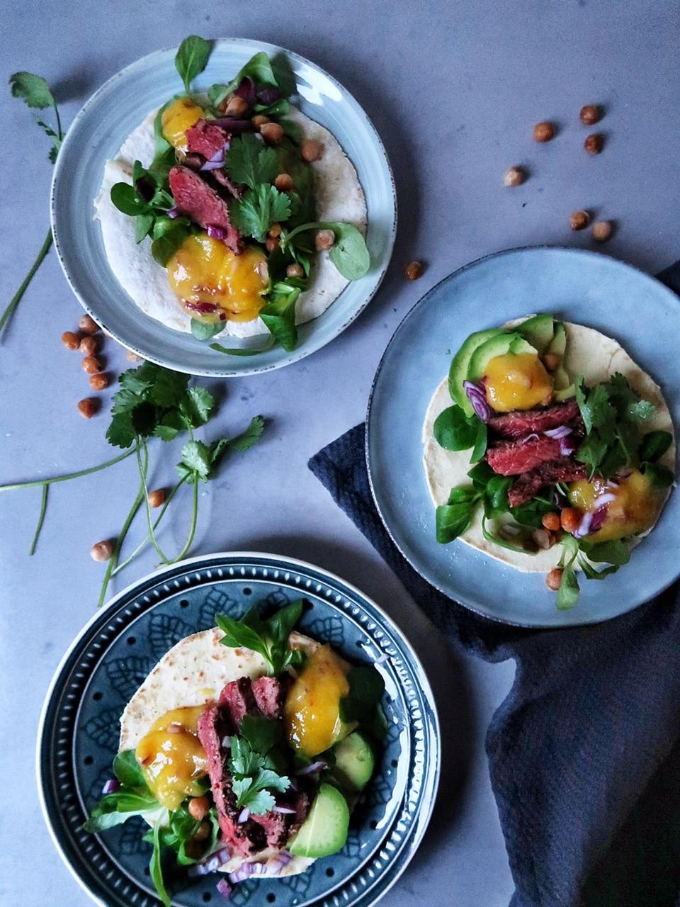 Taco's met pittige mangosalsa en reepjes biefstuk