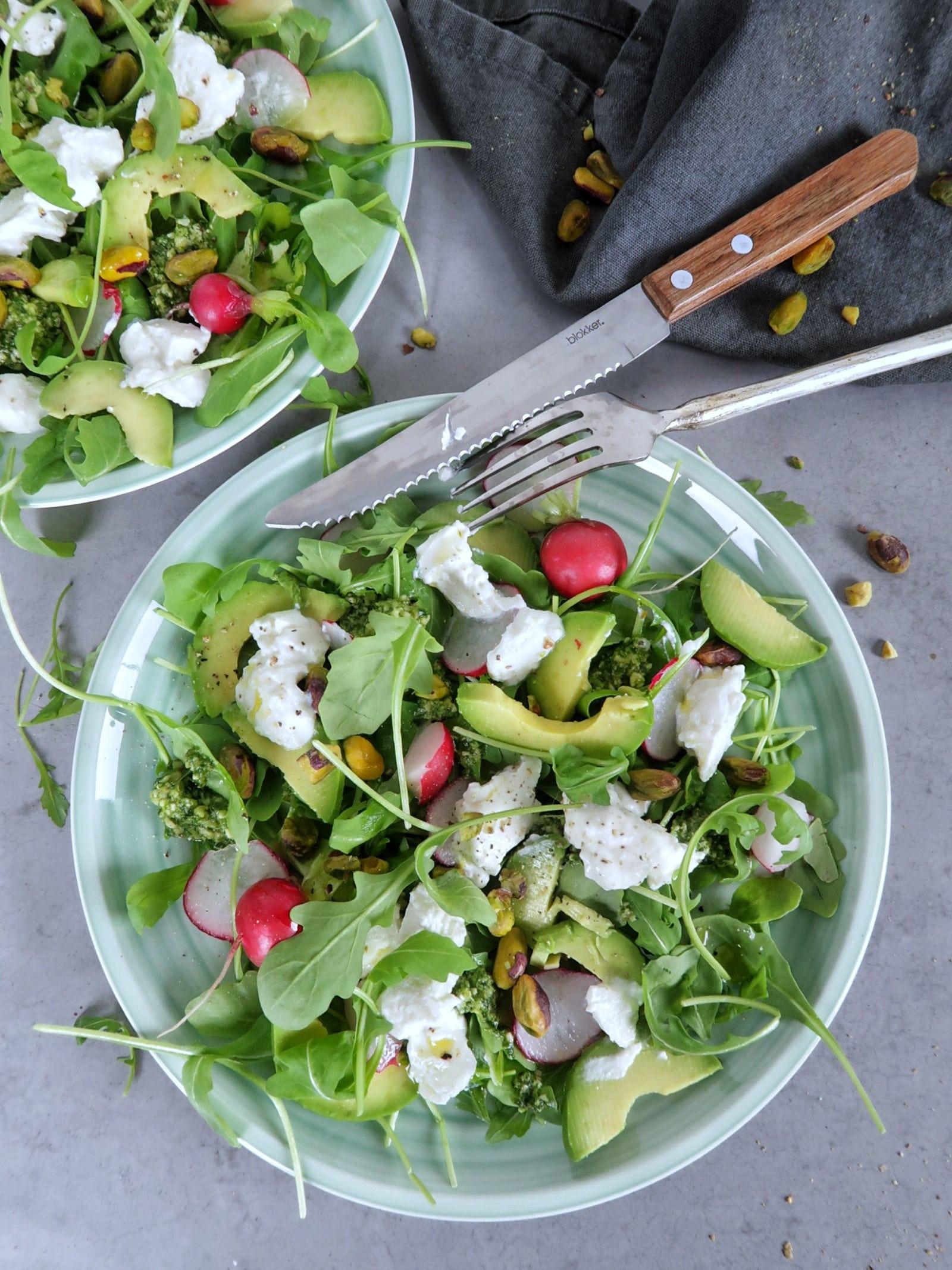 Groene salade met ricotta en pesto