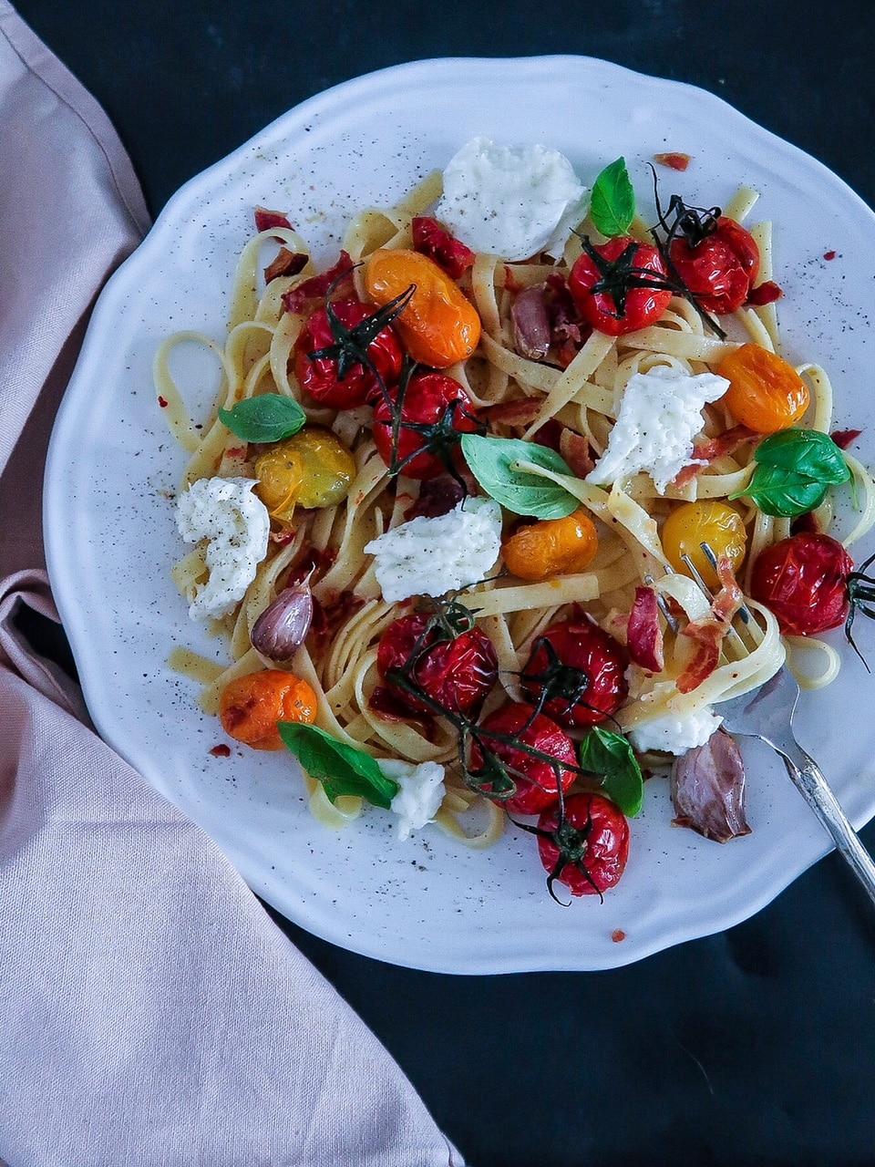Makkelijke pasta met geroosterde tomaatjes