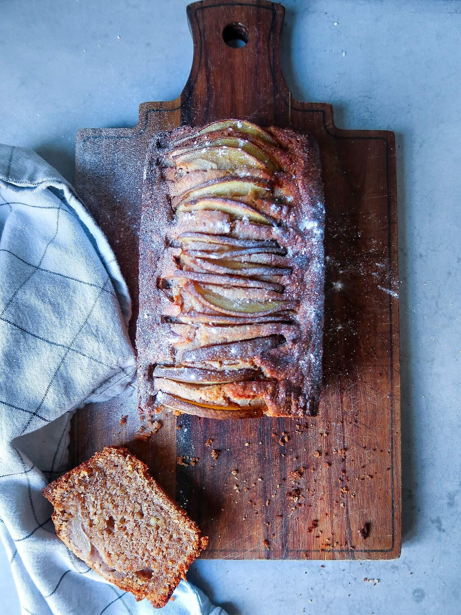 Walnotencake met peer