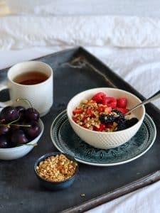 Verwen jezelf met ontbijt op bed