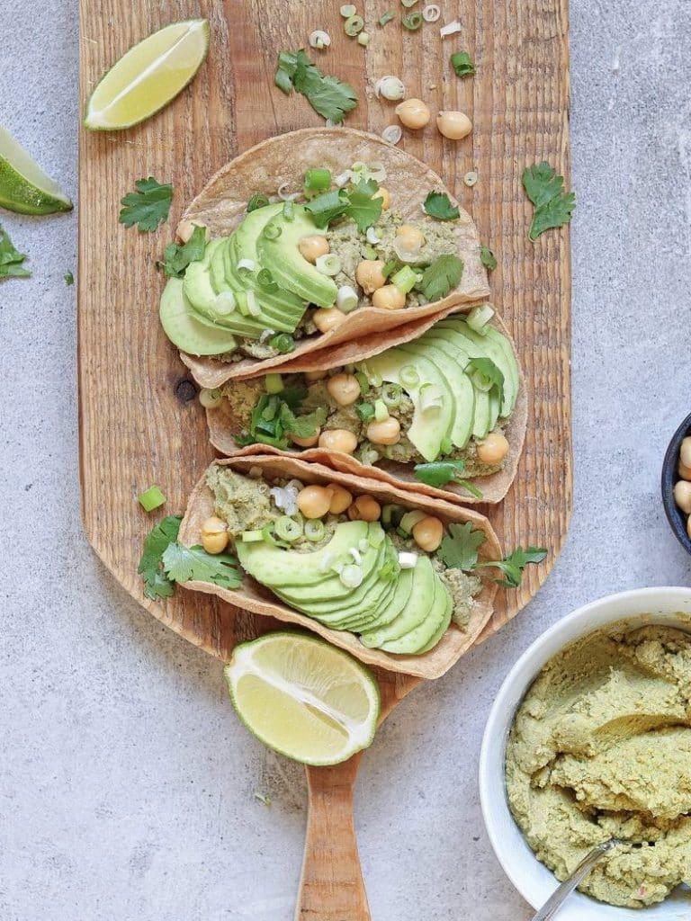 Vegan taco's met linzenhummus