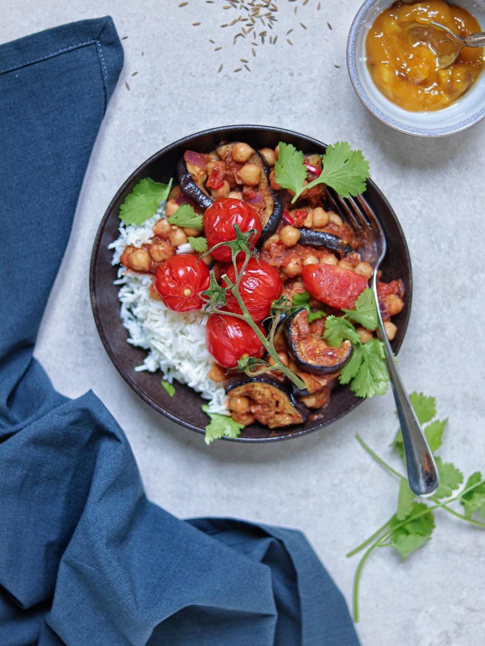 Vegan curry met geroosterde aubergine