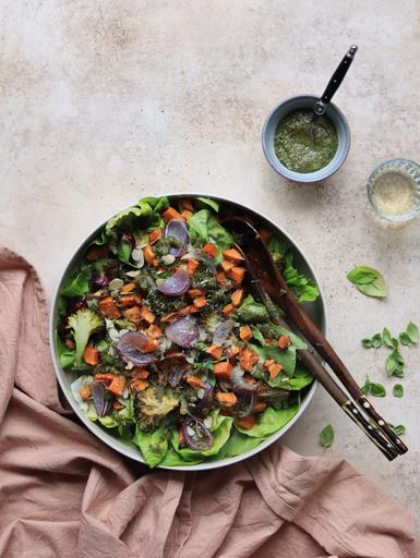 salade geroosterde groenten amandelpesto